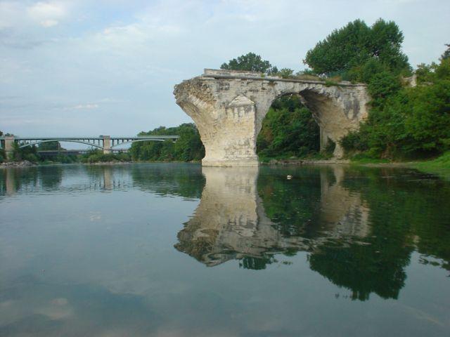 Chateauneuf pont saint esprit des nouvelles de l 39 atelier for L jardine pont saint esprit